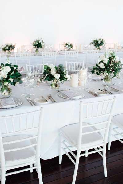 Esküvői Chiavari székek és ízléses esküvői dekorációs kellékek készítése.